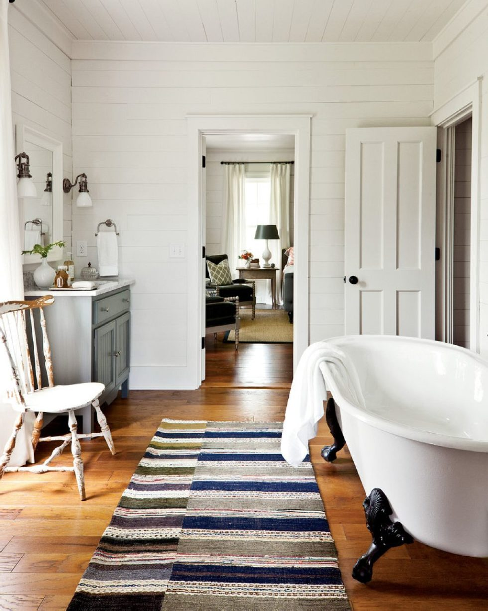 Farmhouse bathroom - Country Style