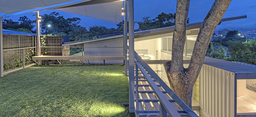 Spacious house in Costa Rica of eight containers