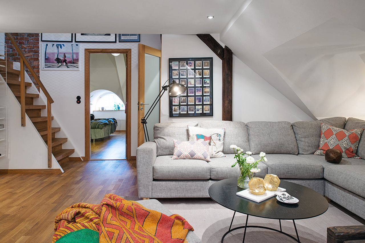 Modern attic apartment in the scandinavian style for Interior design for living room roof