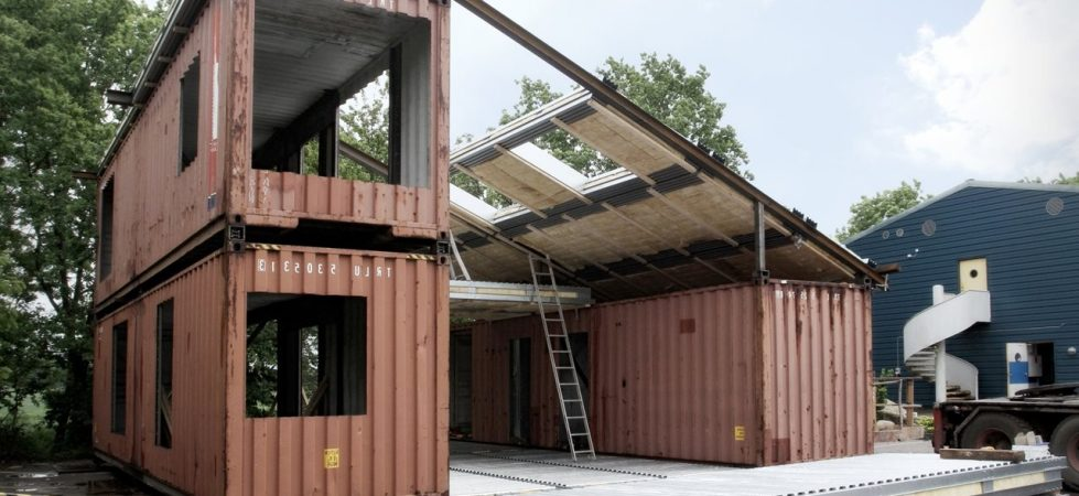 House made of containers: simplicity and ecological compatibility