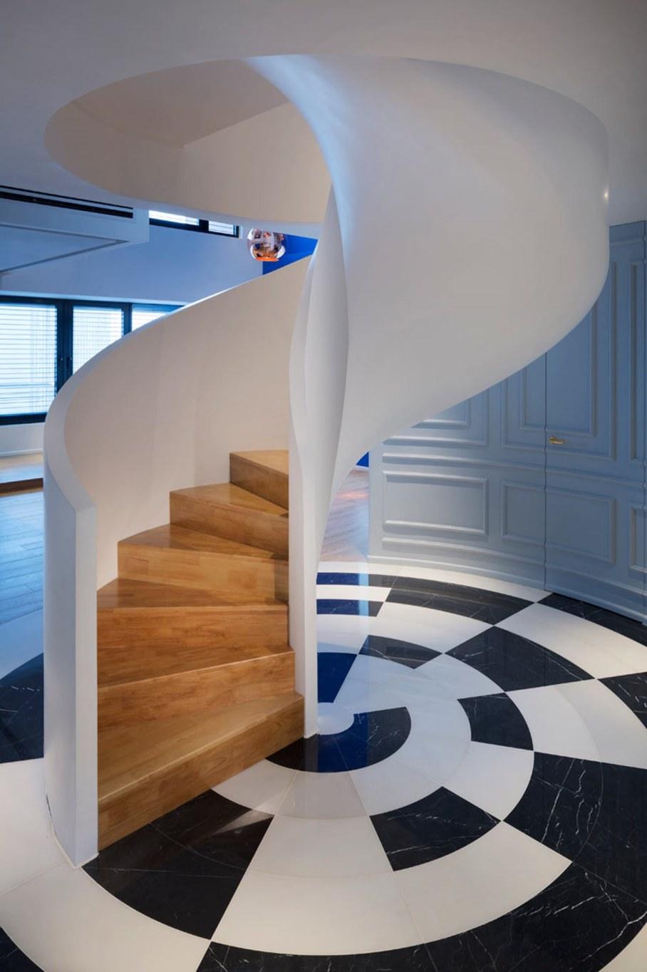 Blue Penthouse - Sculptural spiral staircase