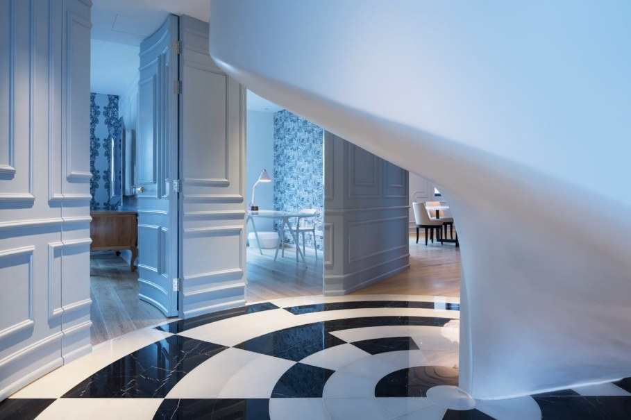 Blue Penthouse - spiral staircase