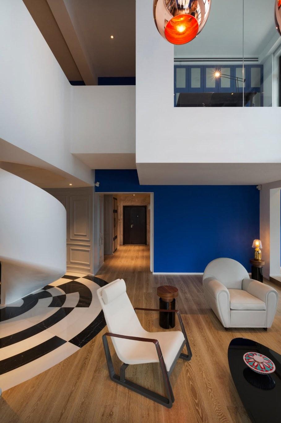 Blue Penthouse - split-level living room