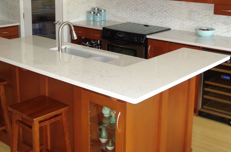 Kitchen and dining area - Quartz Countertop