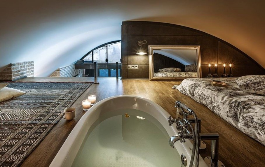 Attic Apartment - Bedroom and bathroom