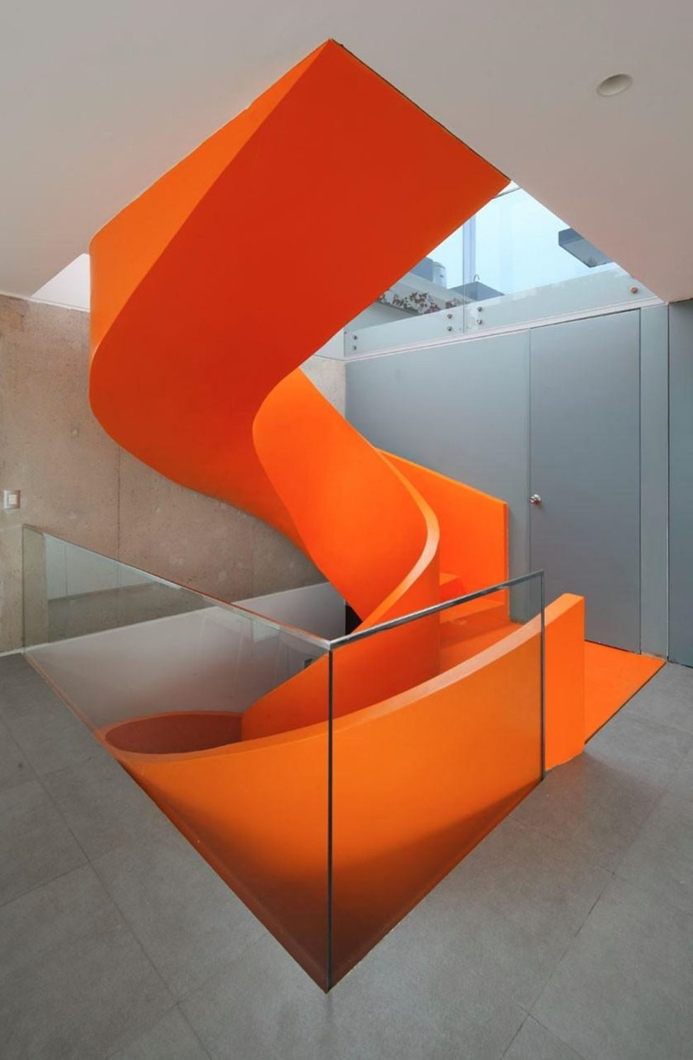 Attractive Open-Terraced House with Orange Staircase 4