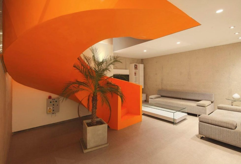 Attractive Open-Terraced House with Orange Staircase 5