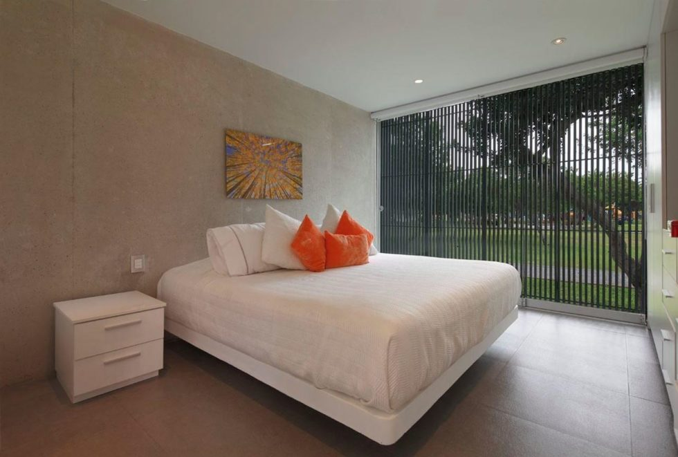 Attractive Open-Terraced House with Orange Staircase - Bedroom
