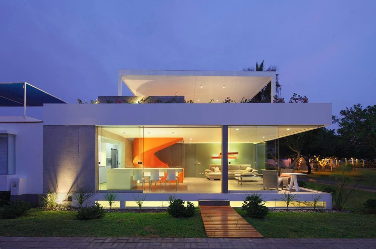 Attractive Open Terraced Manor House At The Coast Of Lima