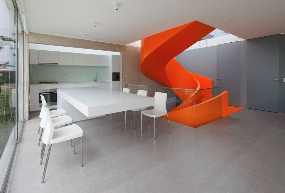 Attractive Open-Terraced House with Orange Staircase - dining room 2