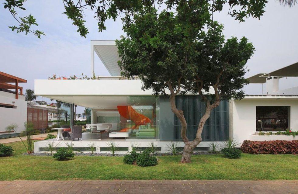 Attractive Open-Terraced Manor House - Exterior