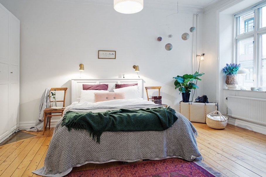 Bedroom design in Scandinavian style - Bright pillows plaids carpets