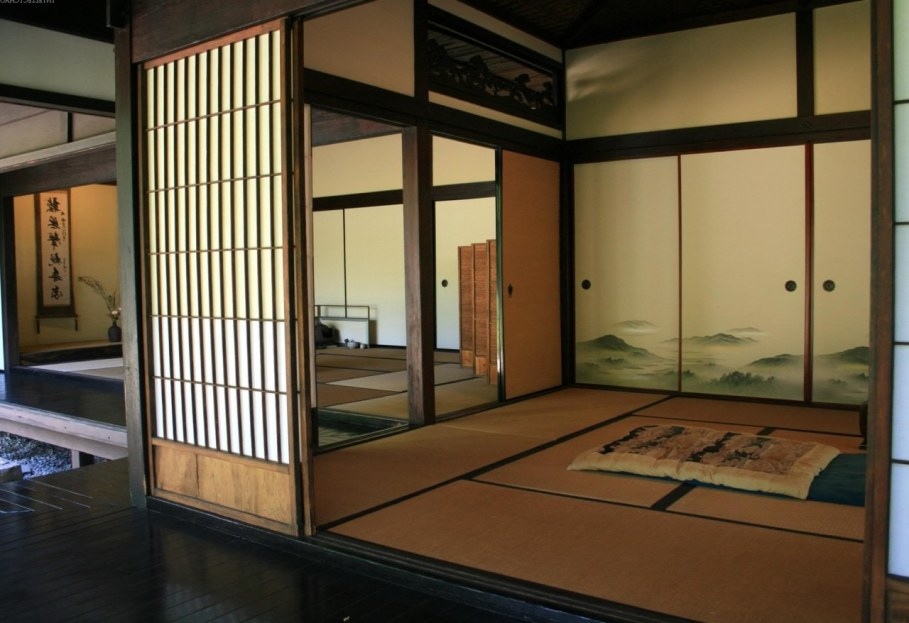 Bedroom in Japanese style - Modest and not numerous furniture is in almost empty room