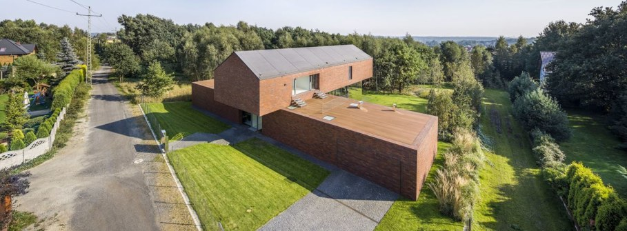 Cantilevered House in Poland by Robert Konieczny 4