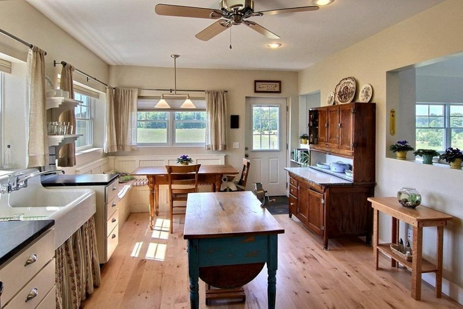 Example of kitchen design in country style