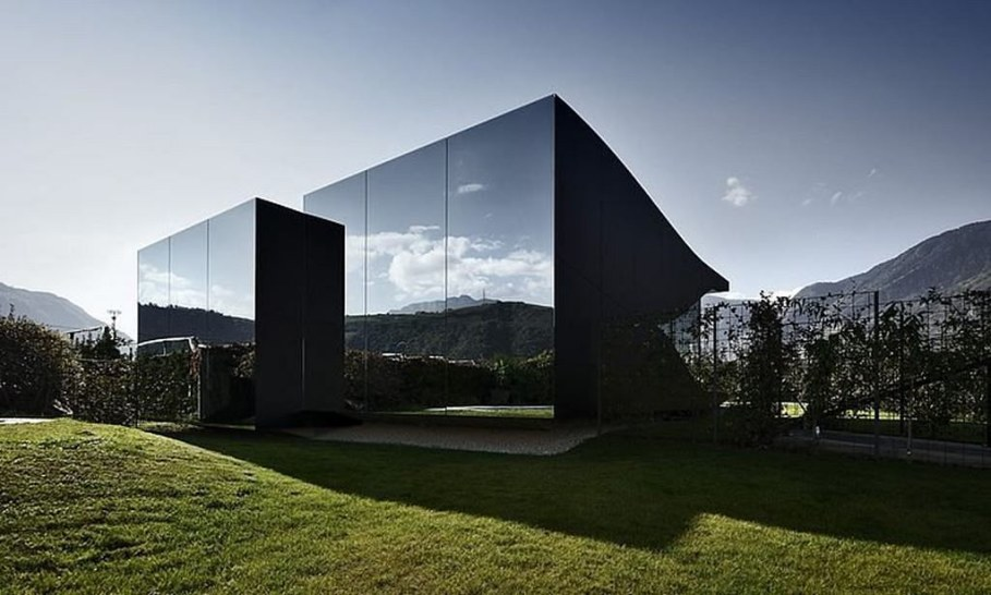 Invisible Mirror Houses - Such a house would definitely not violate the Alpine idyll