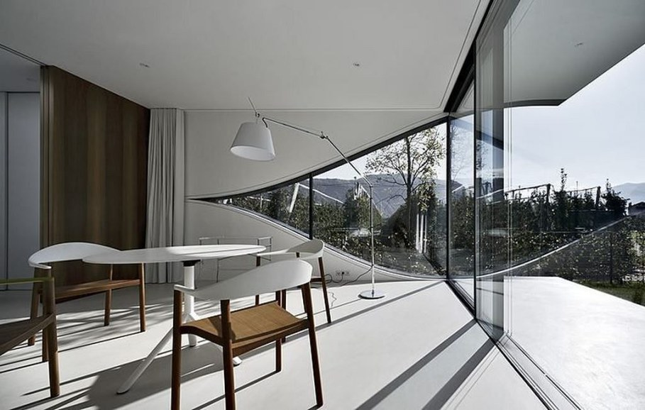 Invisible Mirror Houses - dining room