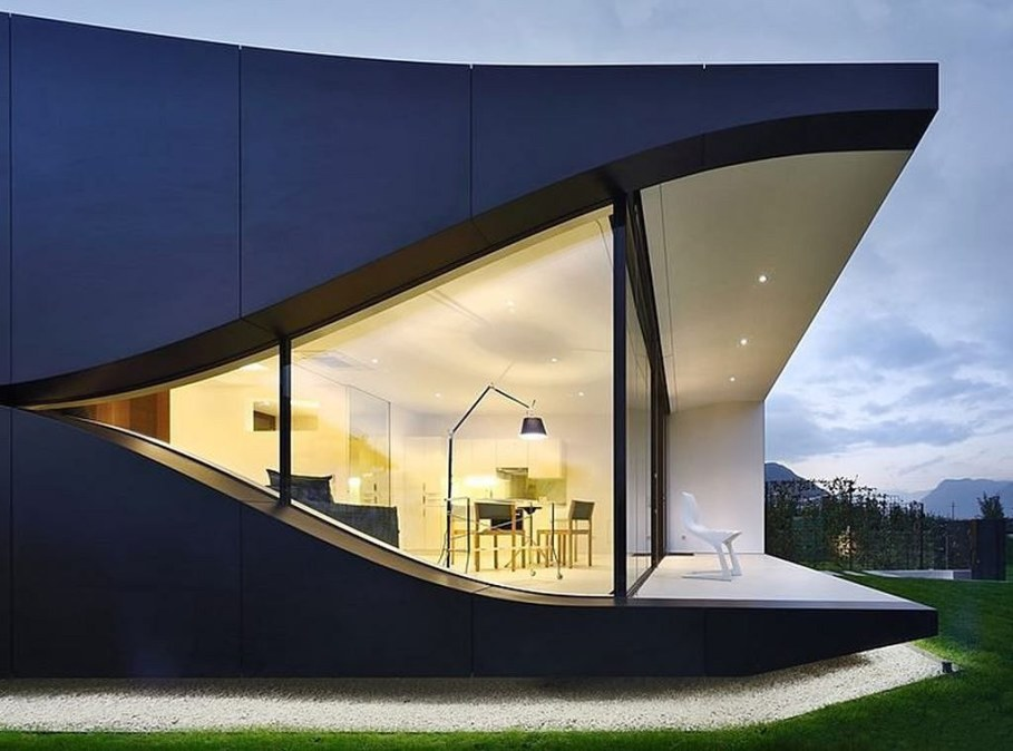 Invisible Mirror Houses - the unusual shape of the building