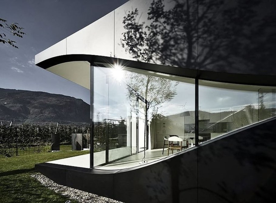 Invisible Mirror Houses - vineyards