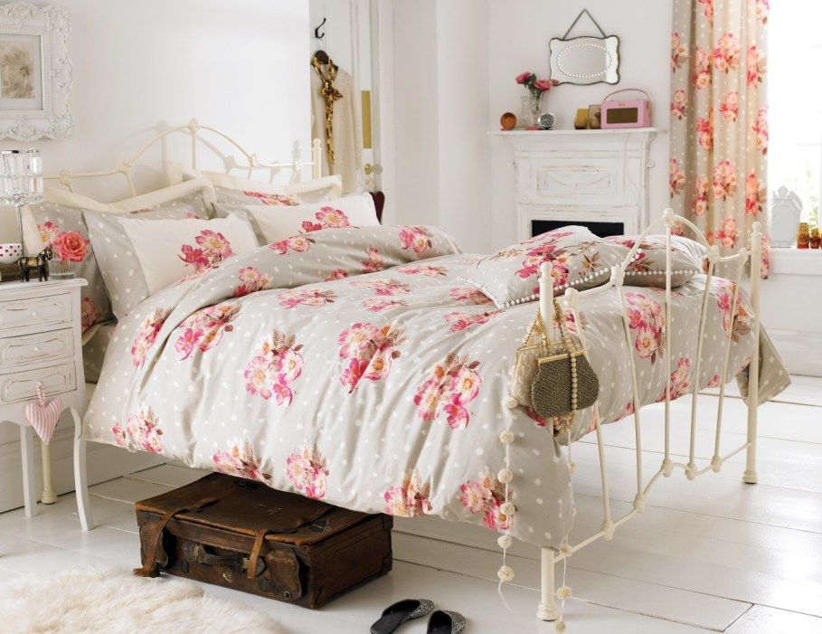 Provence style bedroom - Pastel colors and the lack of contrasts