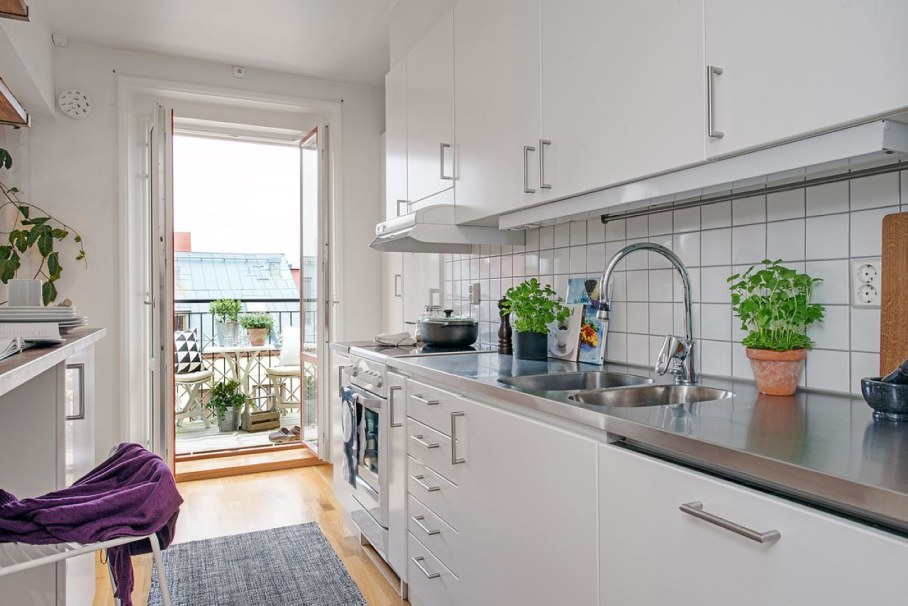 Scandinavian-style kitchen design - facades are glace and light-reflecting