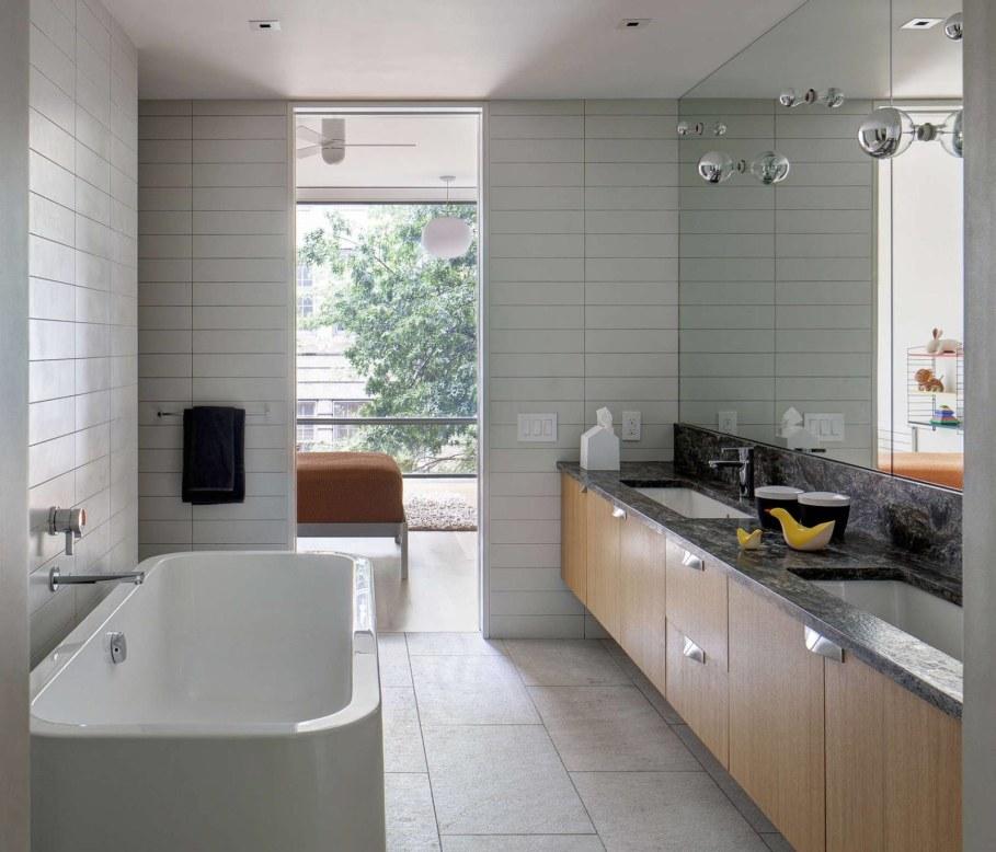 Stylish Townhouse Interior in New York - bathroom 2