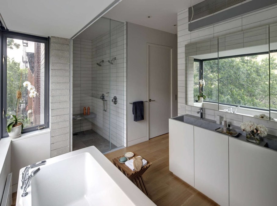 Stylish Townhouse Interior in New York - bathroom