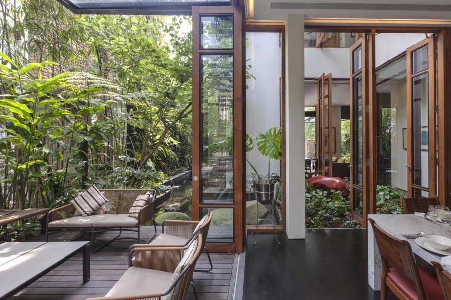 Tan's Garden Villa - glass door with wood frame