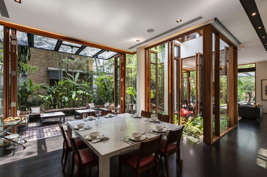 Tan's Garden Villa in Singapore - airy dining space