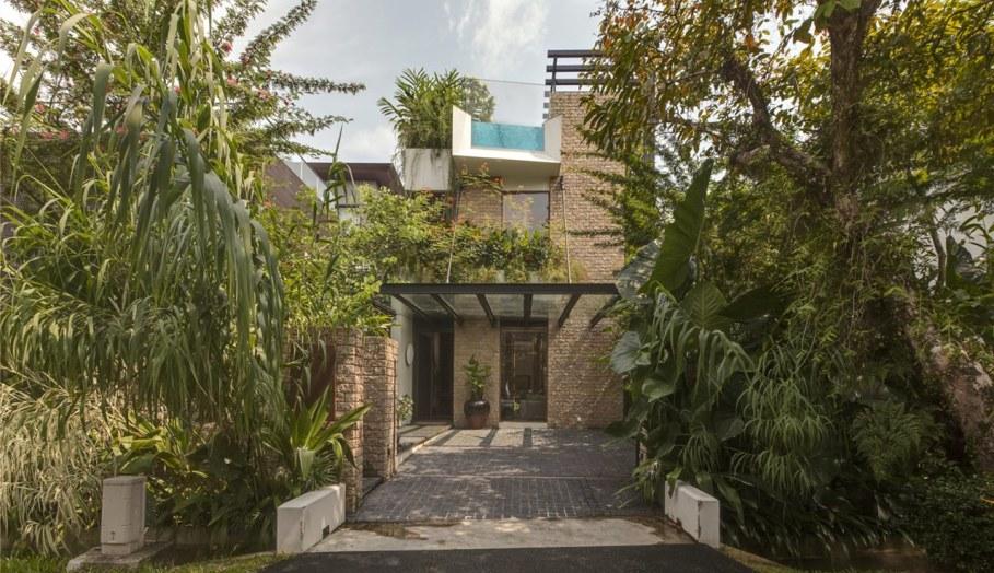 Tan's Garden Villa in Singapore - entrance of house