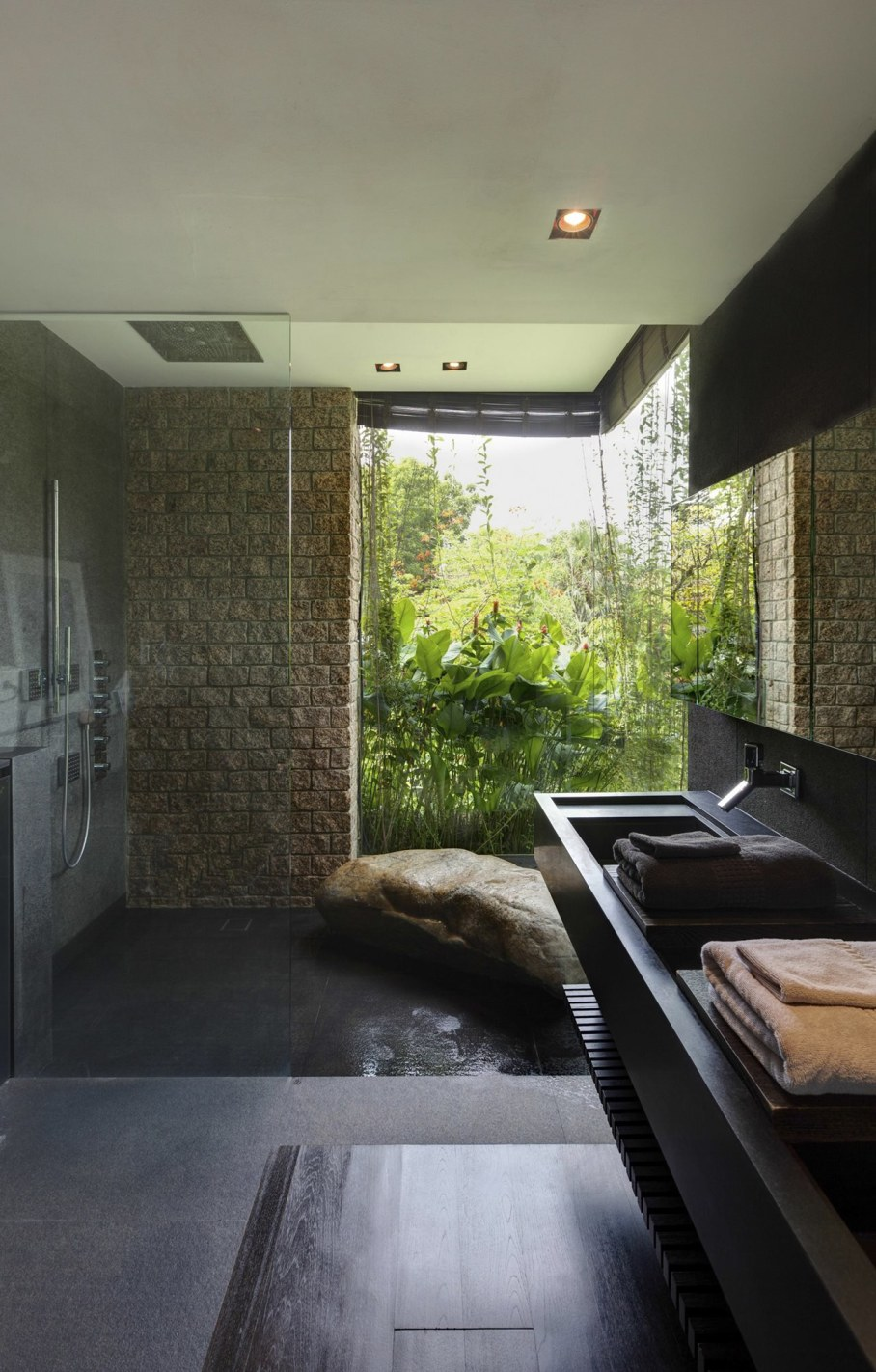 Tan's Garden Villa in Singapore - glass wall in the bathroom