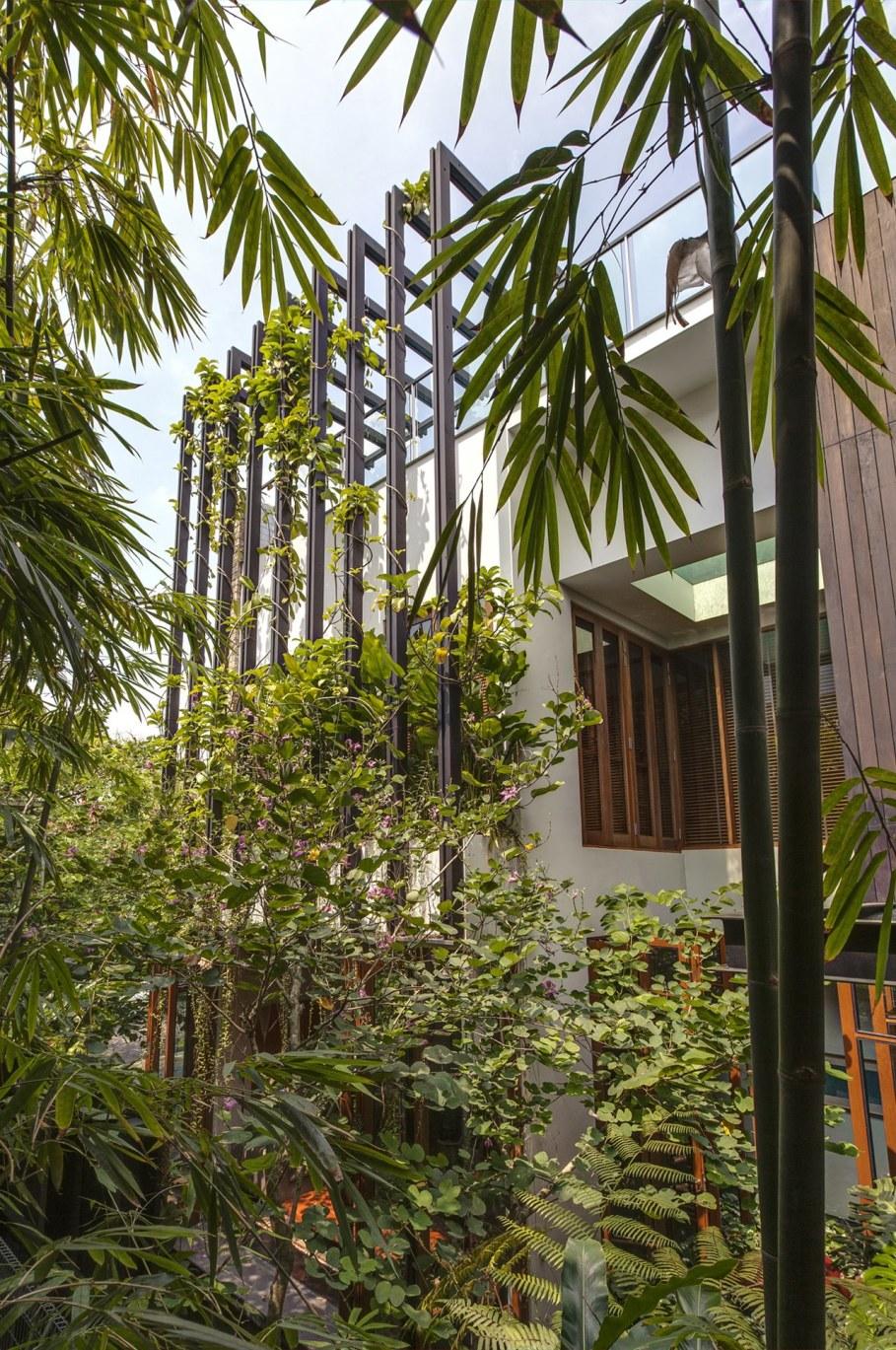 Tan's Garden Villa in Singapore - green vertical garden