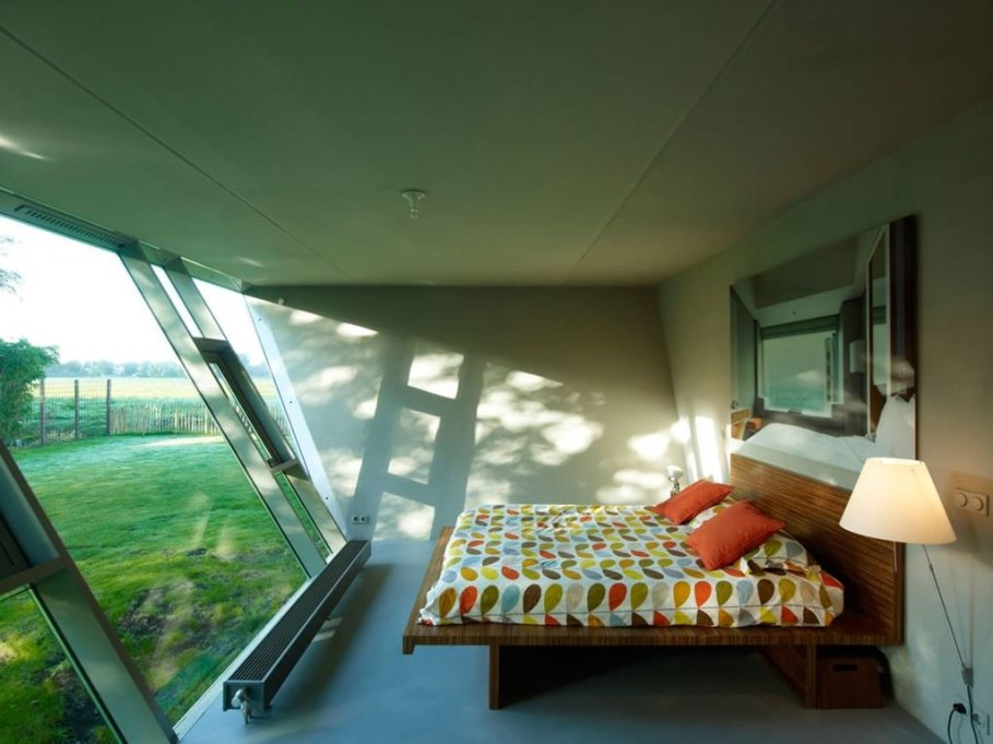 The House Of Unusual Shape From VMX Architects - Bedroom