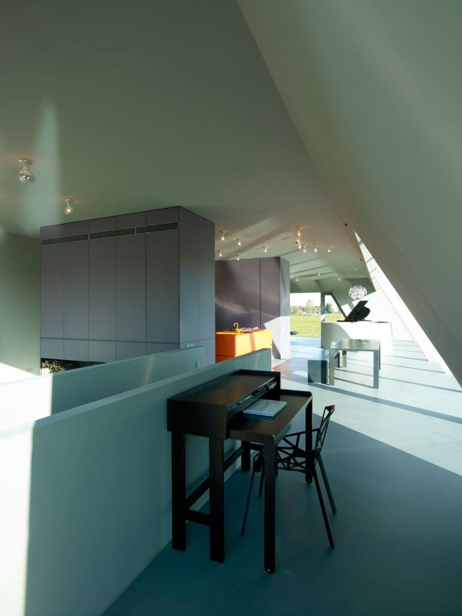 The House Of Unusual Shape From VMX Architects - Workplace