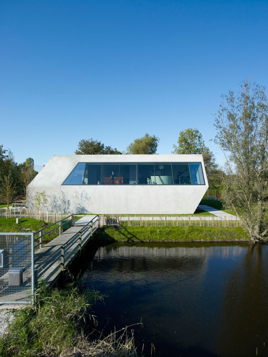 The House Of Unusual Shape From VMX Architects - facade