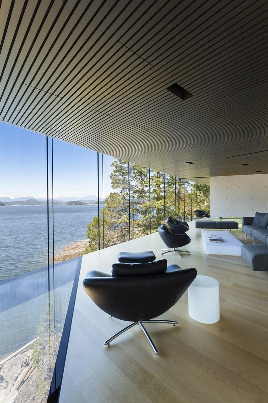 Tula House - Living room with panoramic windows