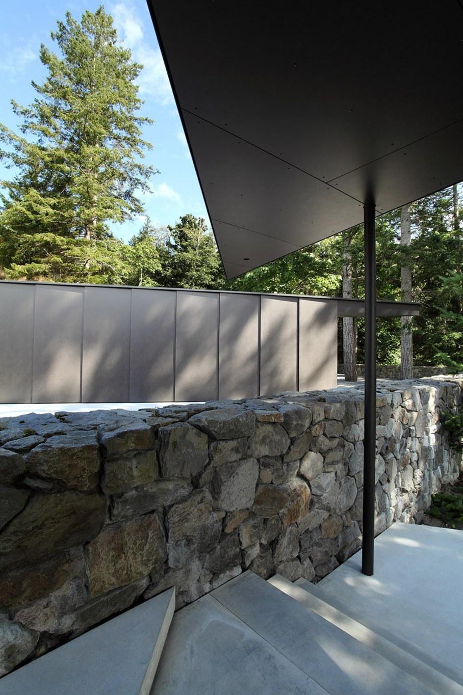 Tula House - stone staircase