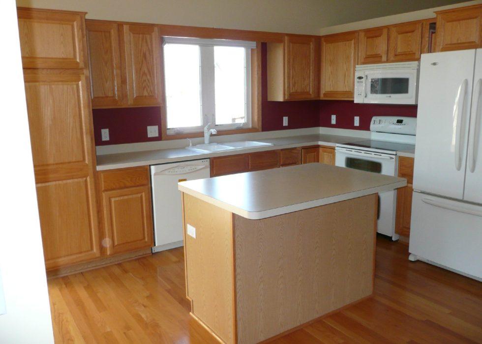 apartments-design-kitchen-island-light-wood