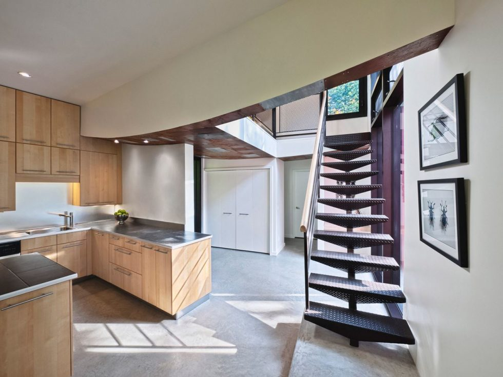 A small cottage in Canada - To the second floor leads a metal staircase