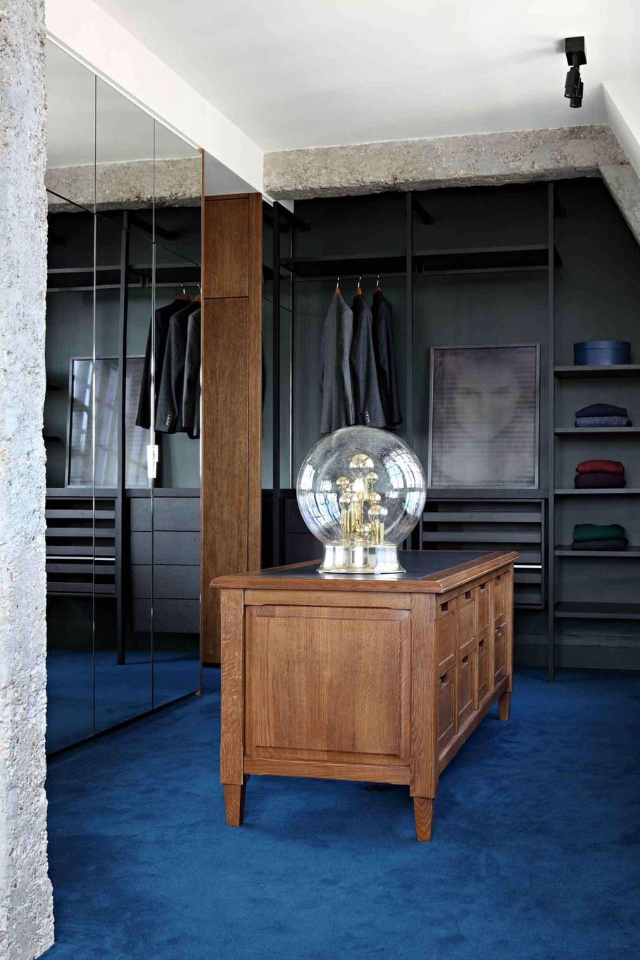 Classic Loft in Paris - furniture 3