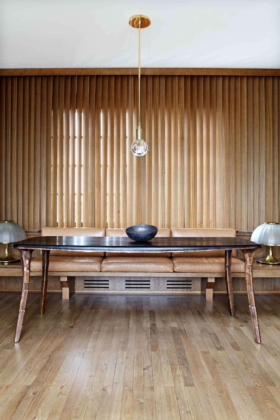Classic Loft in Paris - table