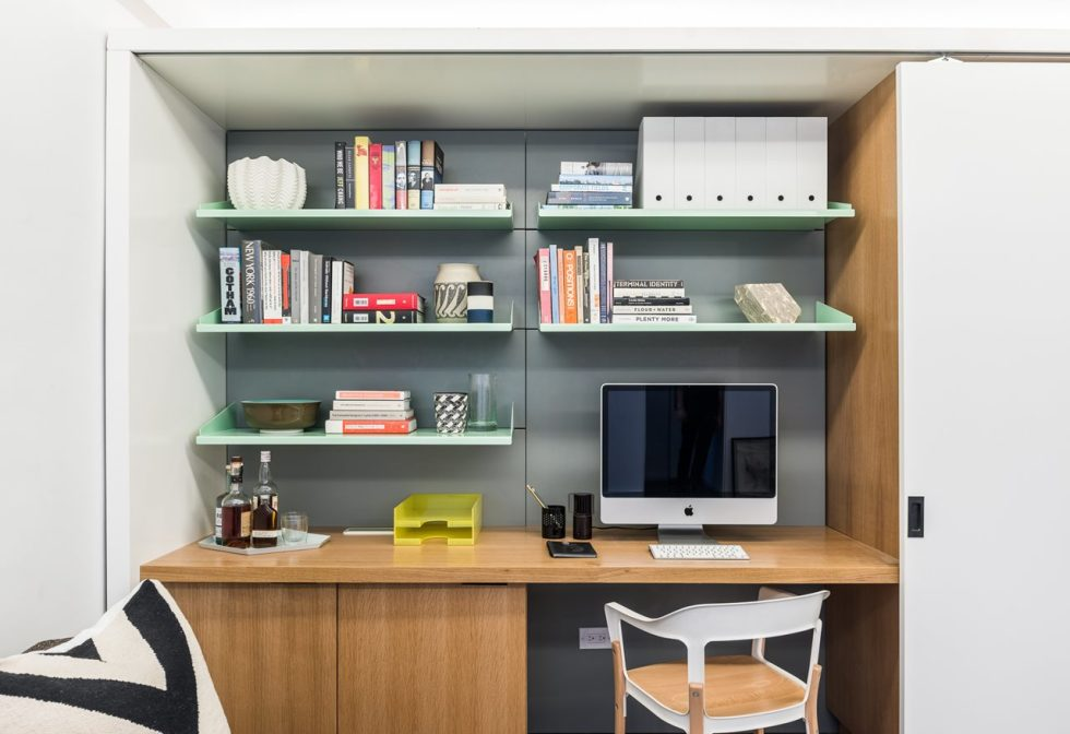Five to One Apartment - Workplace