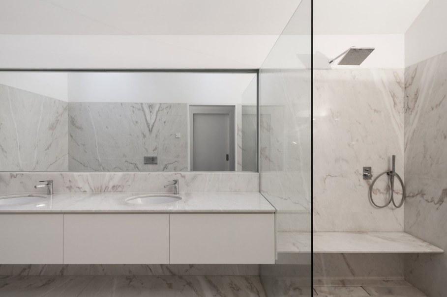 House of four houses - bathroom