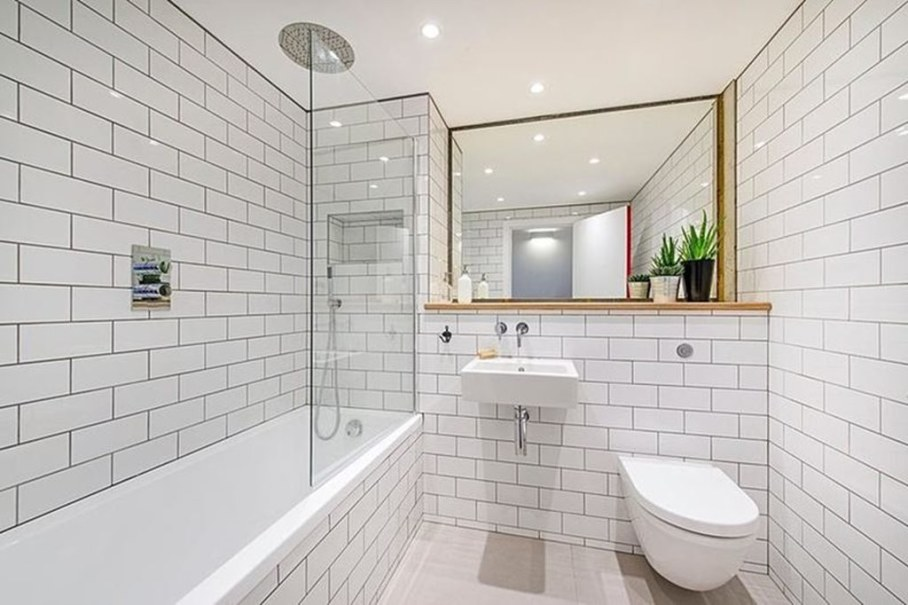 Industrial style London apartment - bathroom with large mirror
