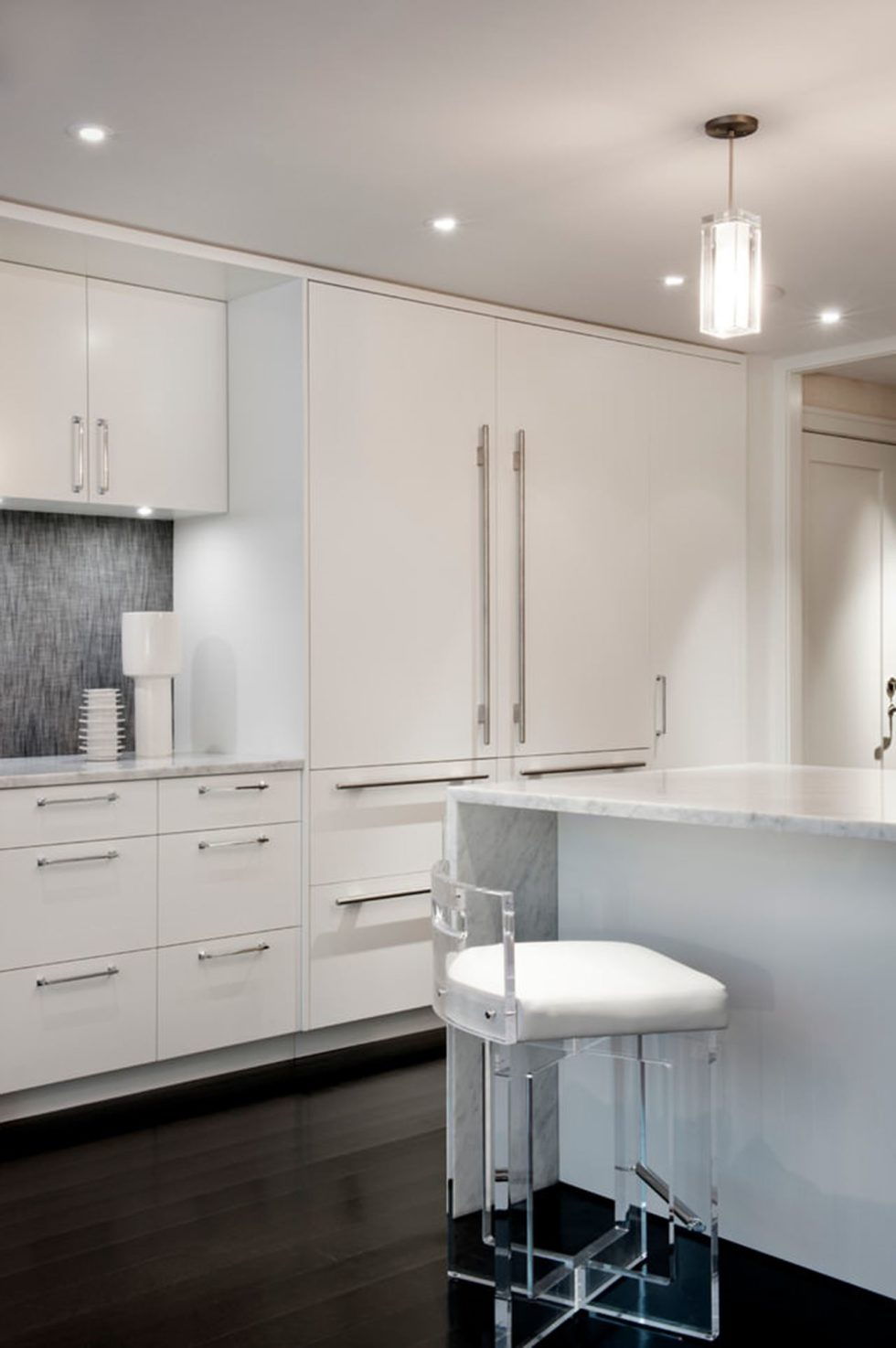 New York townhouse in a mixed style - A white kitchen is classic