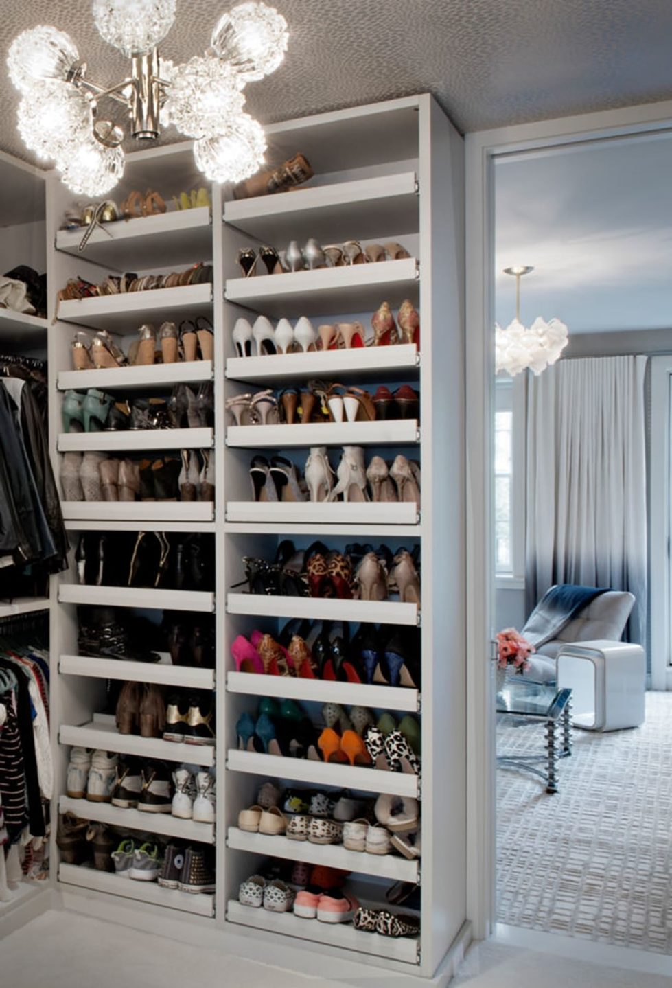 New York townhouse in a mixed style - Every woman will envy such a spacious dressing room