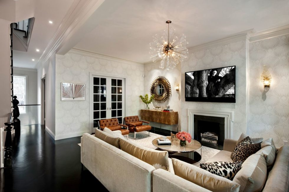 New York townhouse in a mixed style - The owners gather here to talk and watch TV