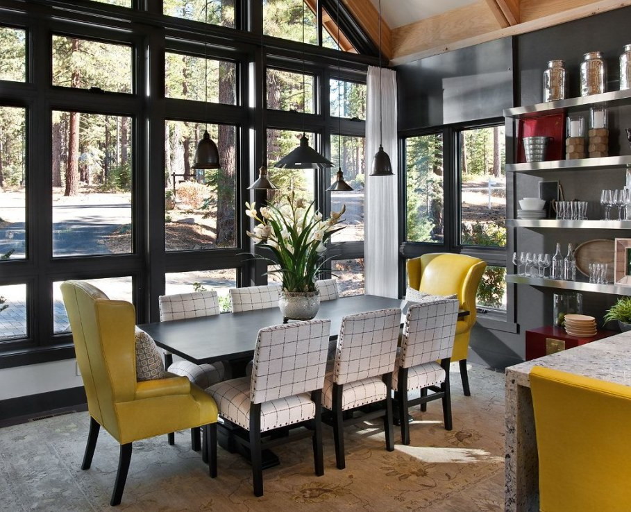 Out-Of-Town Cottage, Located In The Woods - Dining room 3