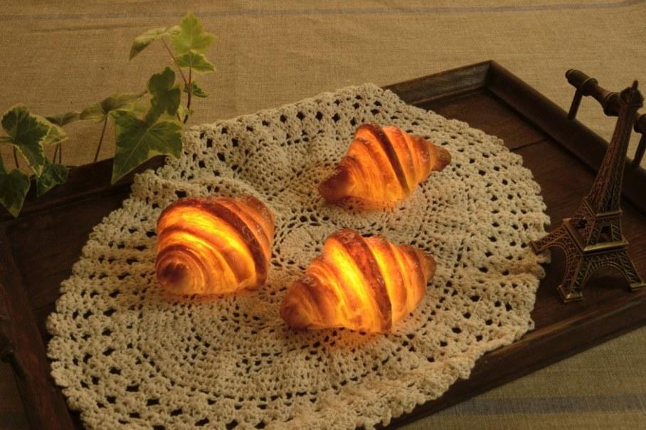Pampshade from Yukiko Morita - fresh, crispy bread  and LED