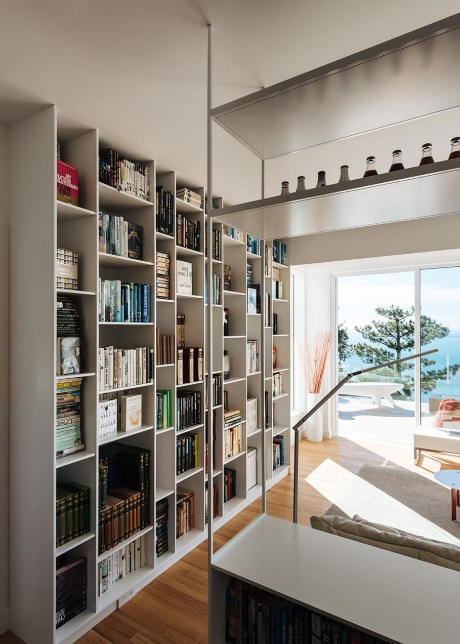 Sausalito residence - books as interior decoration